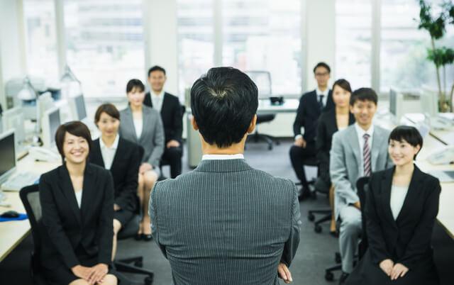 組織マネジメントを行い成果を上げる管理職の4つの行動とは